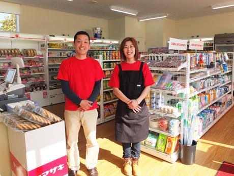 南方荘課長の谷﨑吉宏さんと職業指導員の井上美穂さん