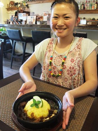 「さっぱりとした味わいになるライムとミントが好評」とスタッフの増田沙矢加さん
