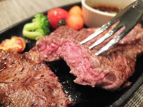 レストラン「サルビア」が提供するステーキ