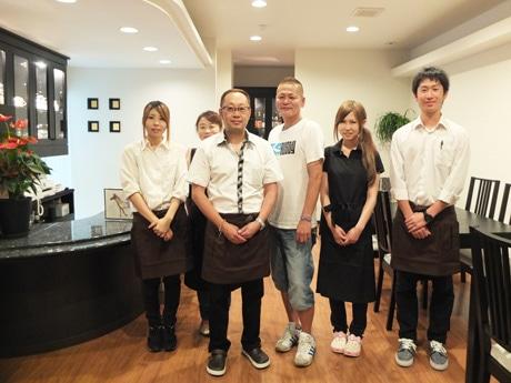 「ヘルシーな馬肉の魅力を伝えたい」と有村さん(中左)と田中さん(中右)