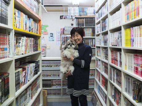 3代目店主の山田さんと看板犬のサンちゃん