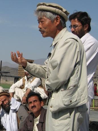 アフガニスタン国境地帯で活動する中村哲さん