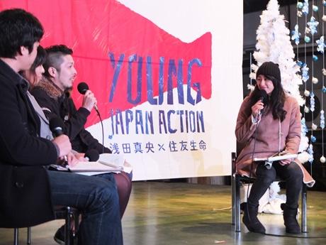 宇部未来会議のメンバーらとトークショーを展開する浅田舞さん