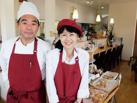 「近隣の人が気にかけてくれることがありがたい」とほほ笑む広中雅さん(左)、和恵さん