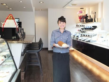 「新天地で挑戦するような新たな気持ちで頑張りたい」と店長の坂田桃子さん