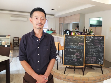 「当店のハンバーグが家族の思い出の味になれば」とオーナーシェフの有田さん