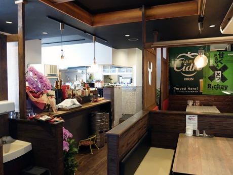 店舗面積を拡大し、リニューアルした「麺菜酒家らいち」の店内