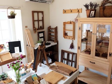 約100点の木工商品が並ぶ「Sloe Berry」の店内