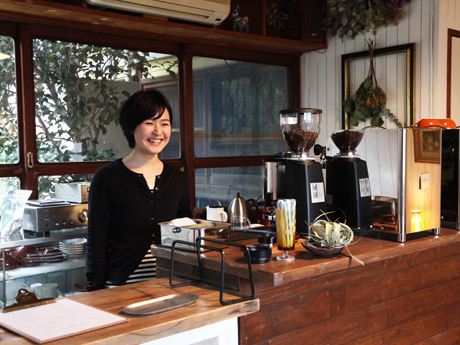 「家みたいに気軽に寄ってもらえる店にしていきたい」と重谷さん