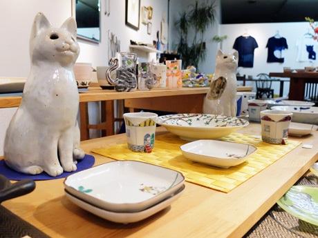 「ART BOX CAN」には猫がモチーフの作品が並ぶ