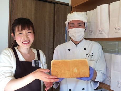 「乃が美」店長の高倉猛さん(右)と山本さん