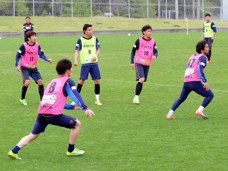 長崎戦に向けて練習に取り組むレノファ山口の選手
