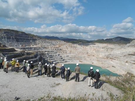広大な石灰石鉱山などを巡るコース「セメントの道」は今年も実施