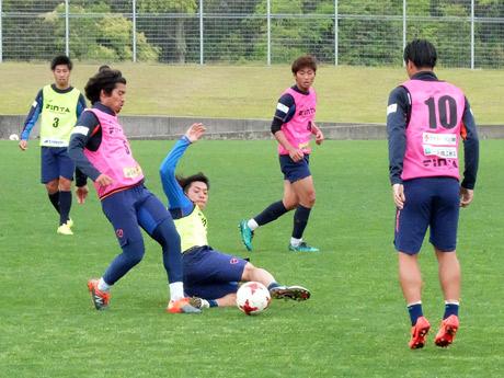 京都戦に向けて練習する選手たち