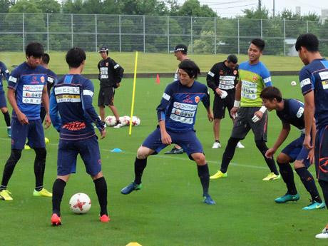 雨にも負けず、練習に励む選手たち