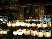 宇部・棚井の浄名寺で「盆ちょうちんまつり」 寄贈のちょうちん100個を一斉点灯