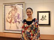 山口井筒屋で書道アート「英漢字展」 國重友美さん、3年ぶり地元個展