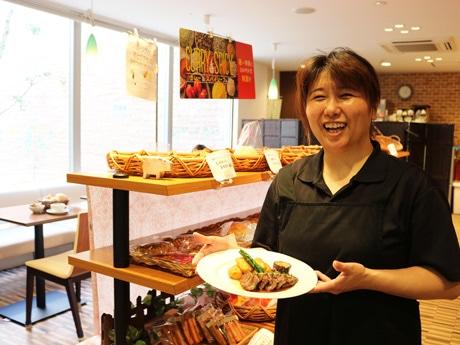 「ほっこり系カフェを目指したい」と店長の堀さん