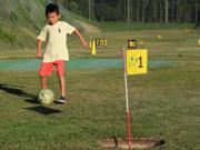 宇部で県内初の「フットゴルフ大会」 ココランドで32人がラウンド