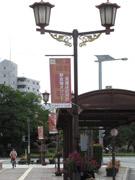 宇部・常盤通りの街路灯に「日々のつぶやき」 14文字の自虐ネタ、ご当地あるあるも