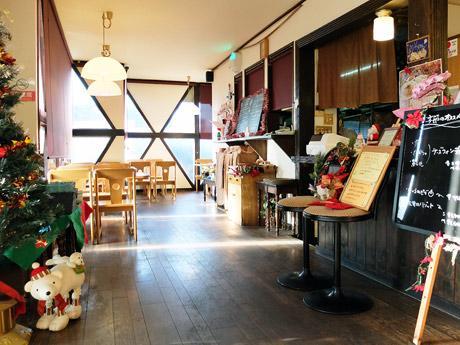 現在、クリスマス仕様に飾られているボヌールの店内