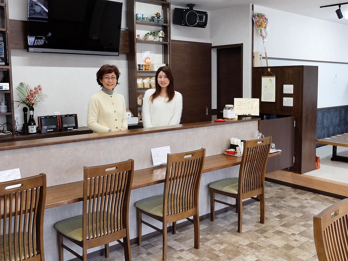 中谷咲良さん(左)と、長女・淑乃さん