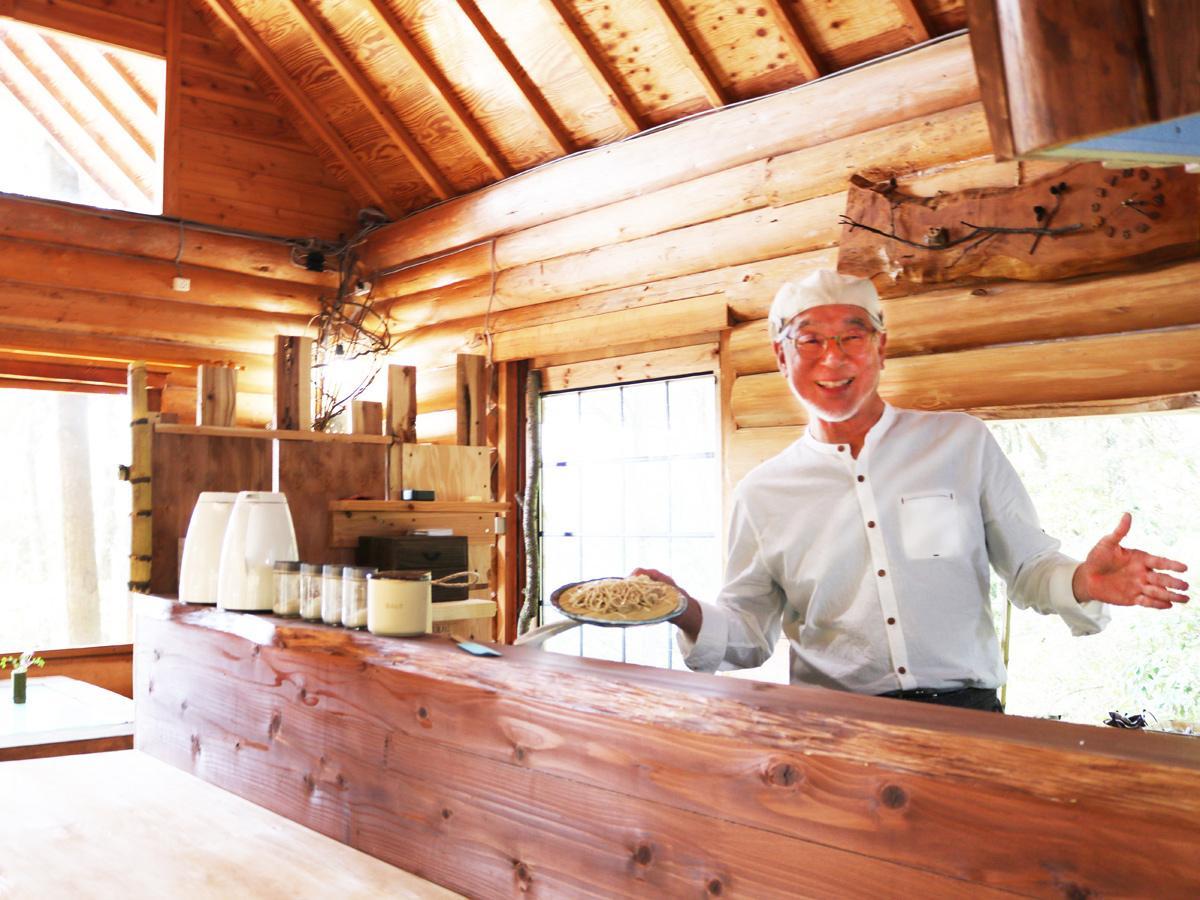宇部・小野湖畔にそば専門店「臼」 ログハウスで「十割そば」提供