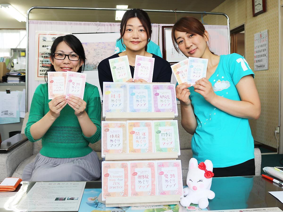「めぐりマップ」制作メンバーの安光孝代さん、柴田まゆみさん、藤井香織さん(右から)