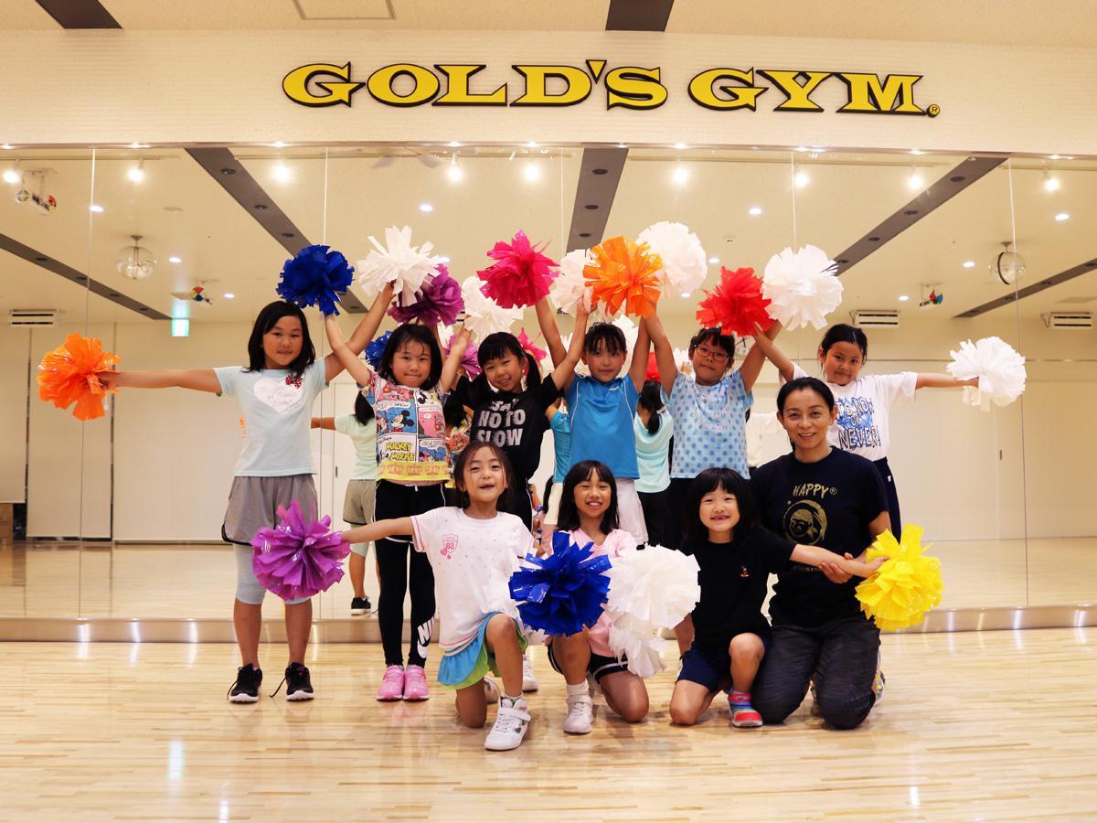 「オレンジポップコーン」のメンバーと尾下コーチ