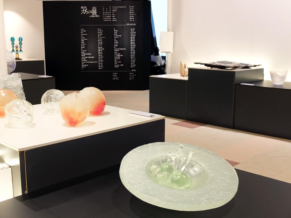 「ガラスのイメージを覆すような作品」が61点展示されている