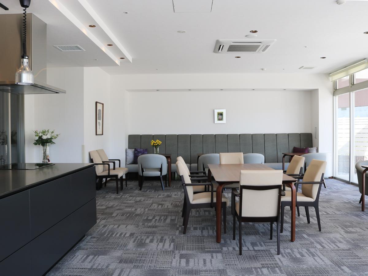 介護施設に併設した月12日営業の「カフェひまり」