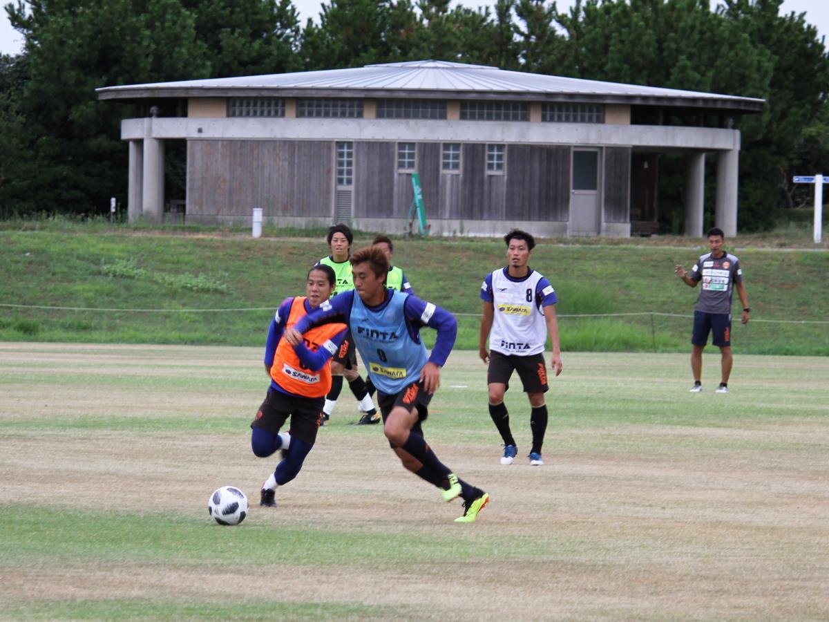 山口きらら博記念公園で練習に取り組む選手たち