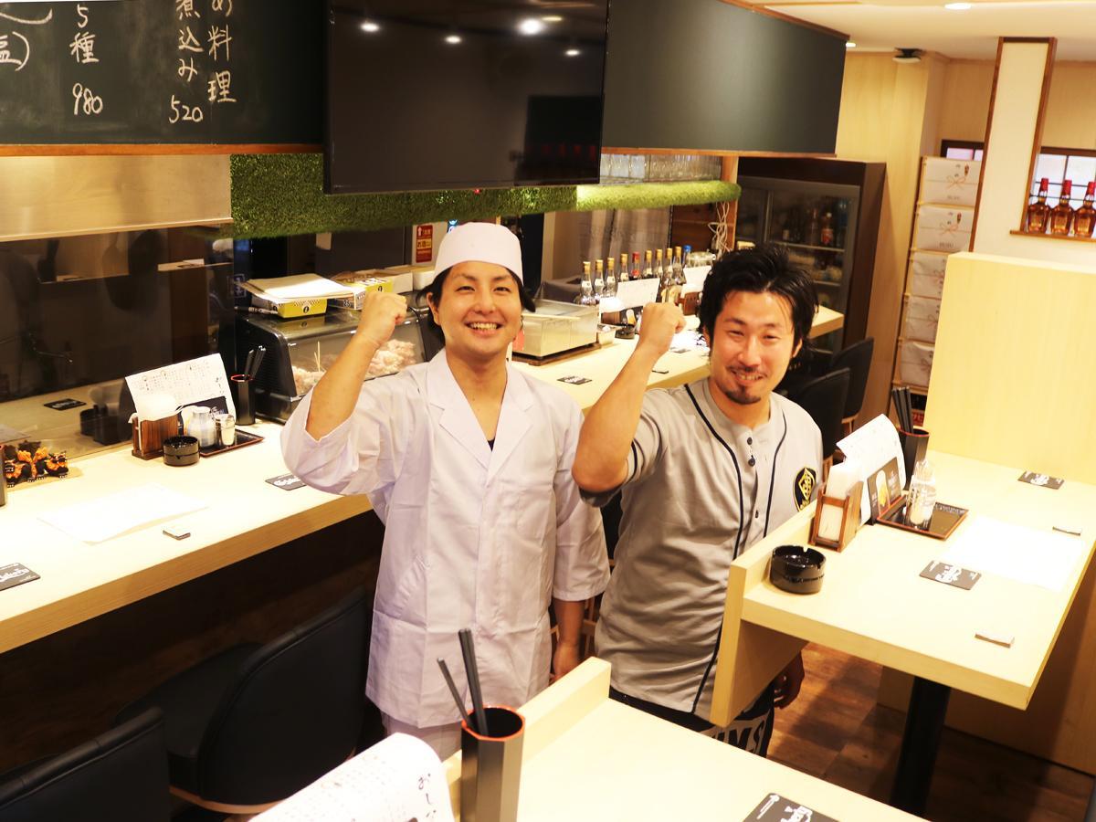 「若いパワーで頑張りたい」と店主の大谷さん(左)と井野勇太さん