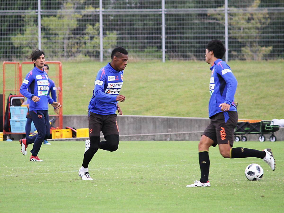 福岡戦に向けて練習に励むレノファの選手たち