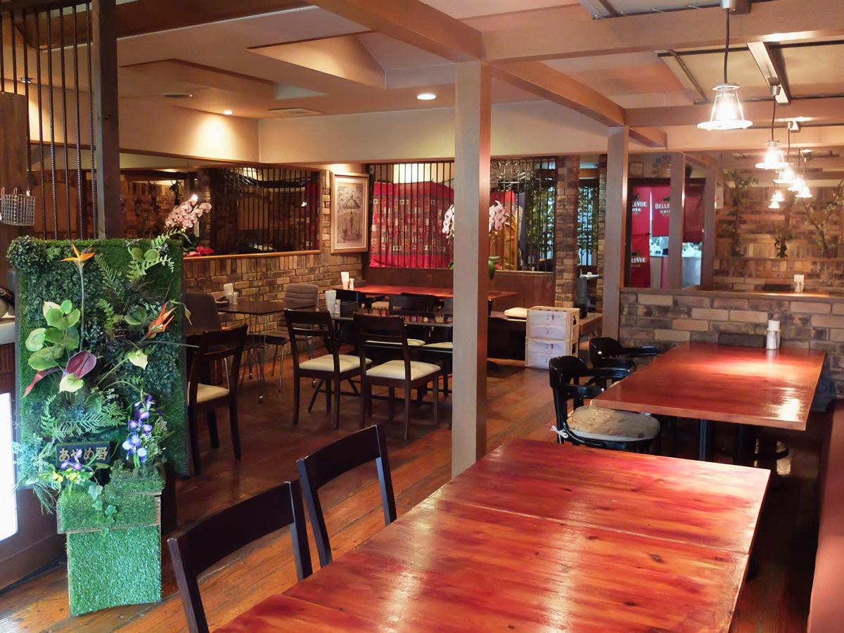 移転後もレトロな雰囲気の「びばカフェ アヤメノ」