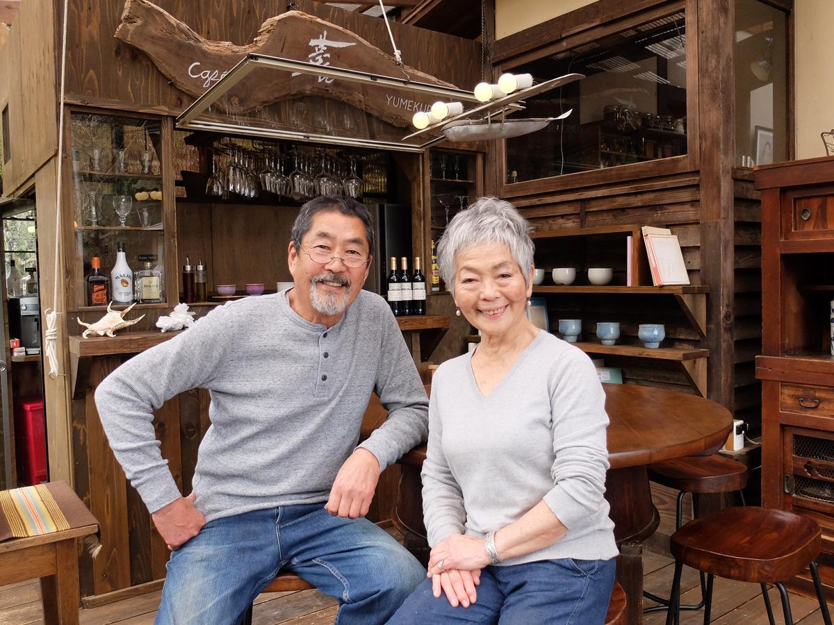 陶芸家の中嶋夢元さん、妻・紅さんと交流できることも同店の魅力
