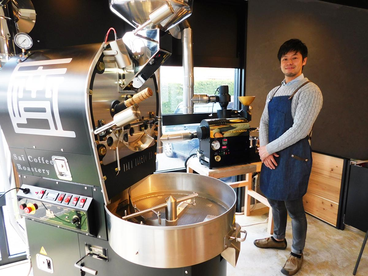 「マシンでの焙煎体験も楽しんでほしい」と話す店主の齋藤さん