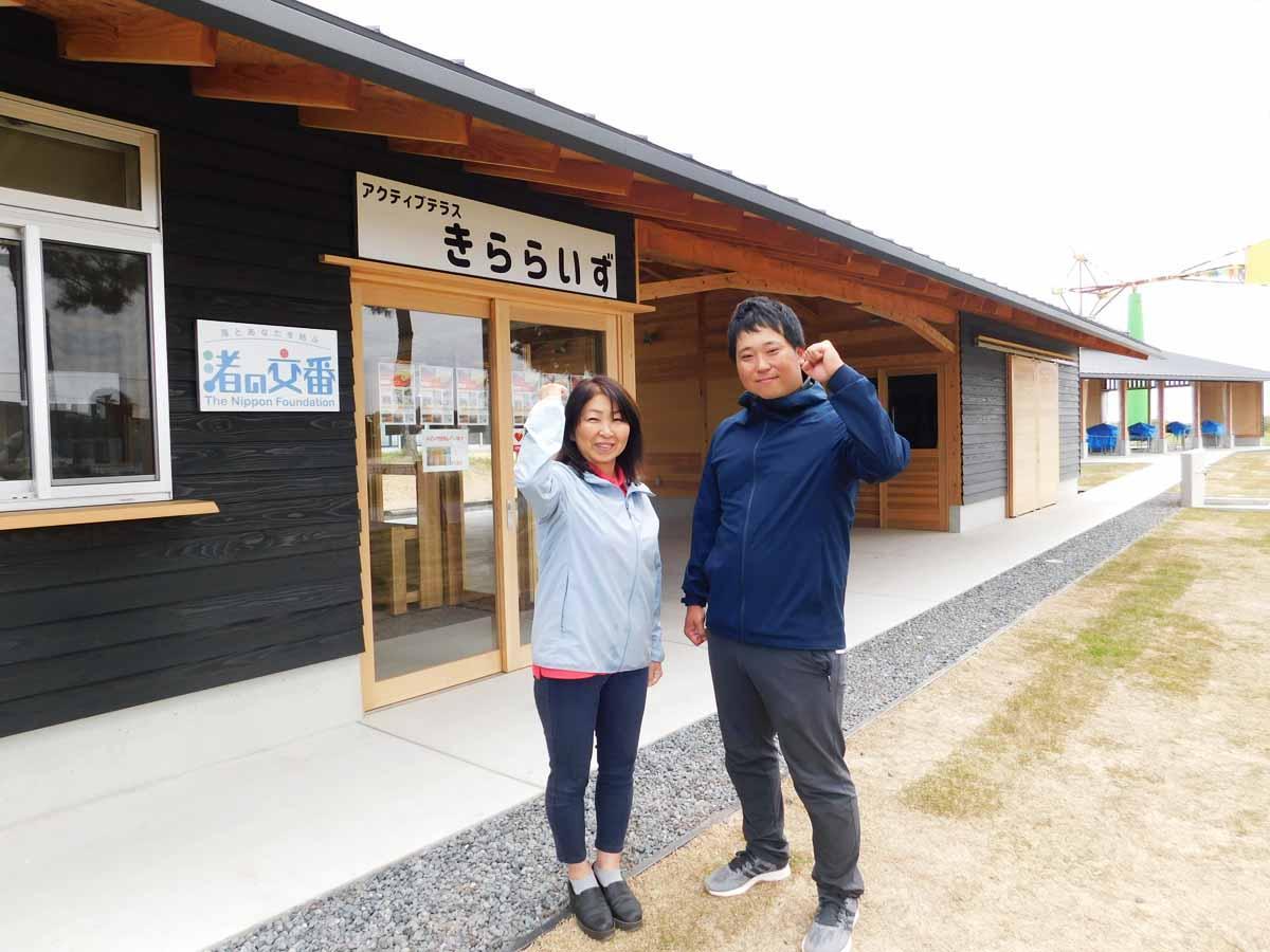 「親子で自然体験を楽しんでほしい」と呼び掛けるスタッフの松浦さんと一瀬さん