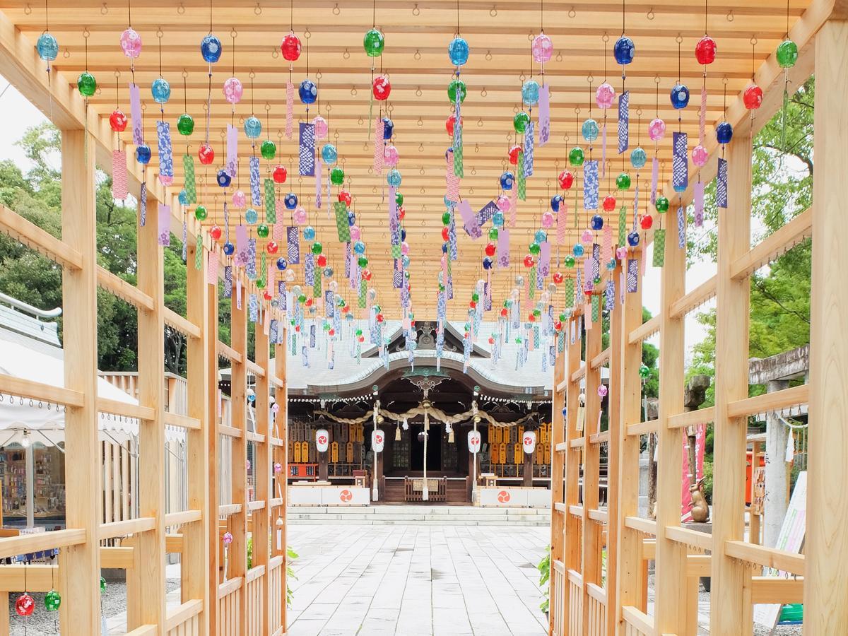 今年も琴崎八幡宮の参道に、トンネル型の「風鈴掛け」が設置された