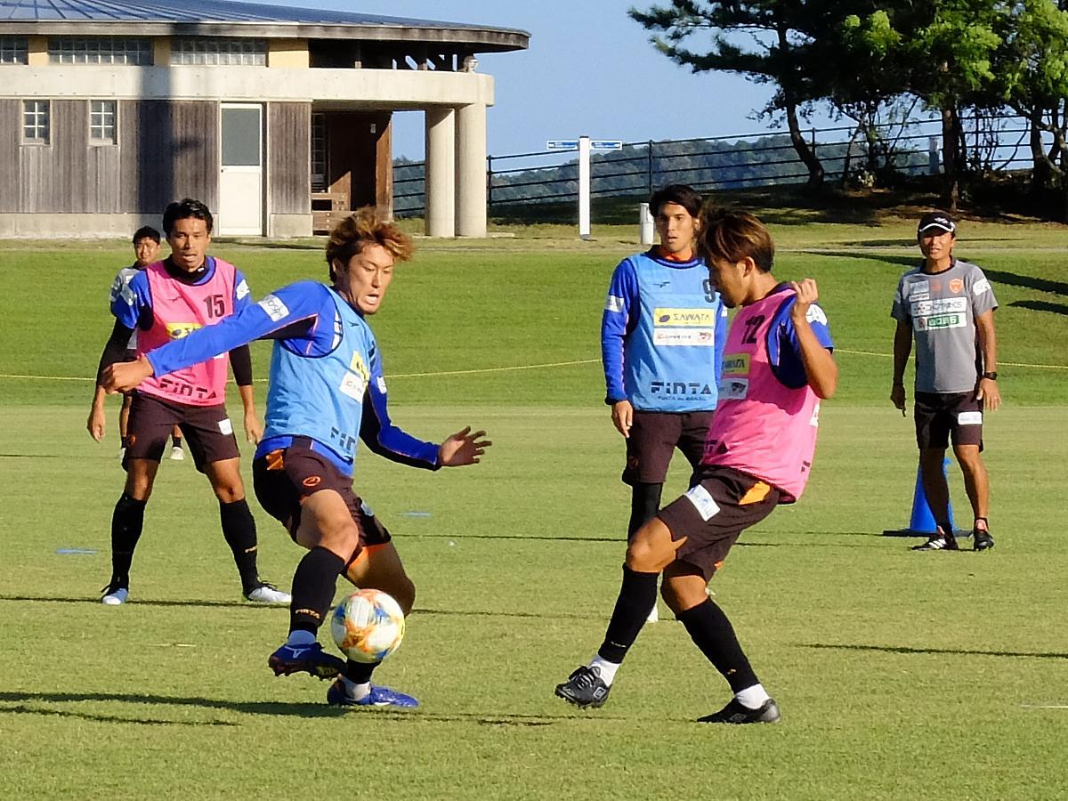 きらら博記念公園スポーツ広場でトレーニングする選手たち
