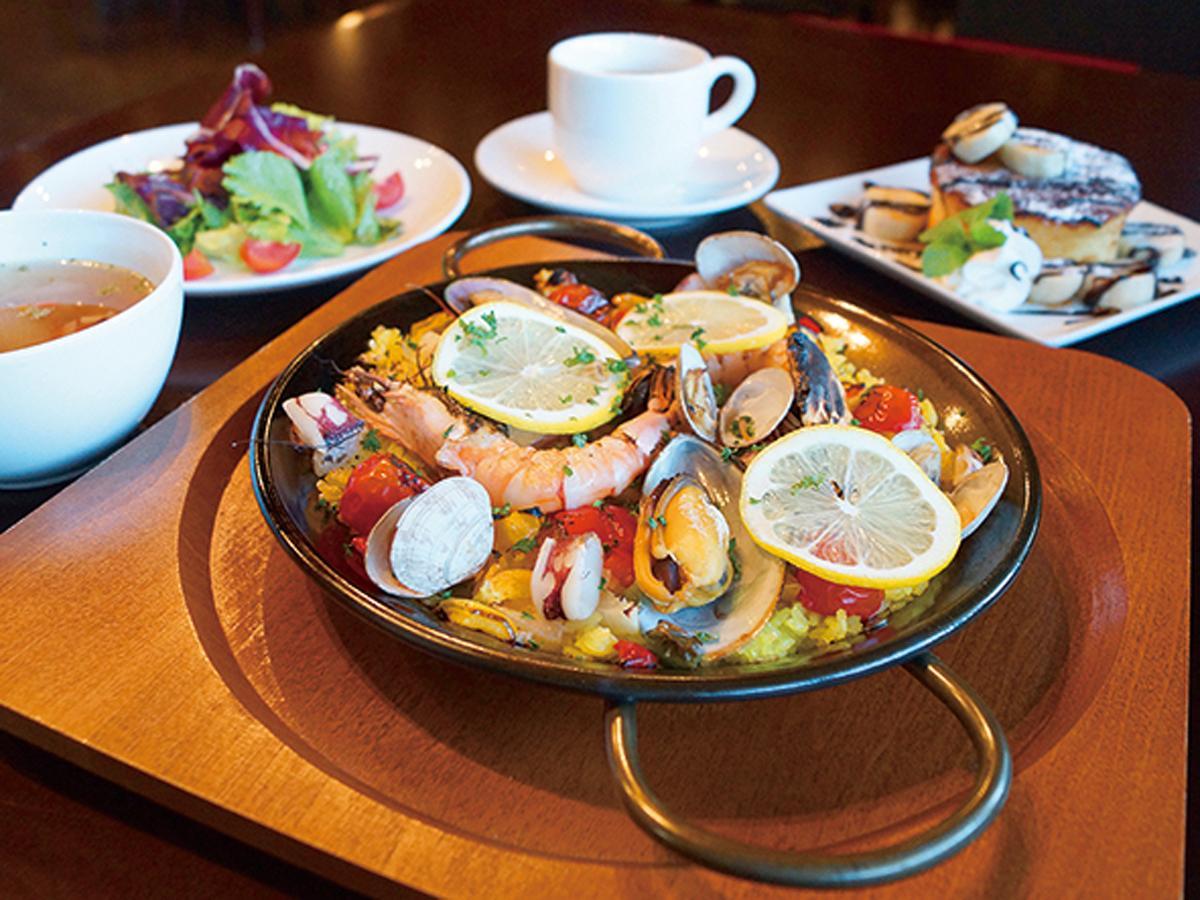「ラ・クチーナ」は1日10食限定で「シーフードパエリア」(1,500円)のランチセットを提供する
