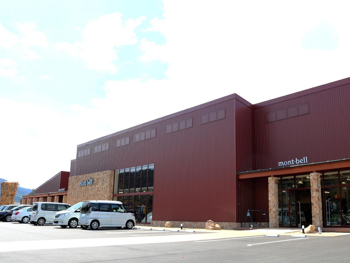 山口・下小鯖にアウトドア専門店「モンベル」 併設カフェやカヌー体験も