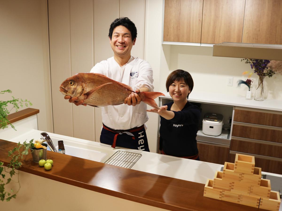 「魚のおいしさを伝えたい」と二ノ宮恭兵さんと妻の寿恵さん