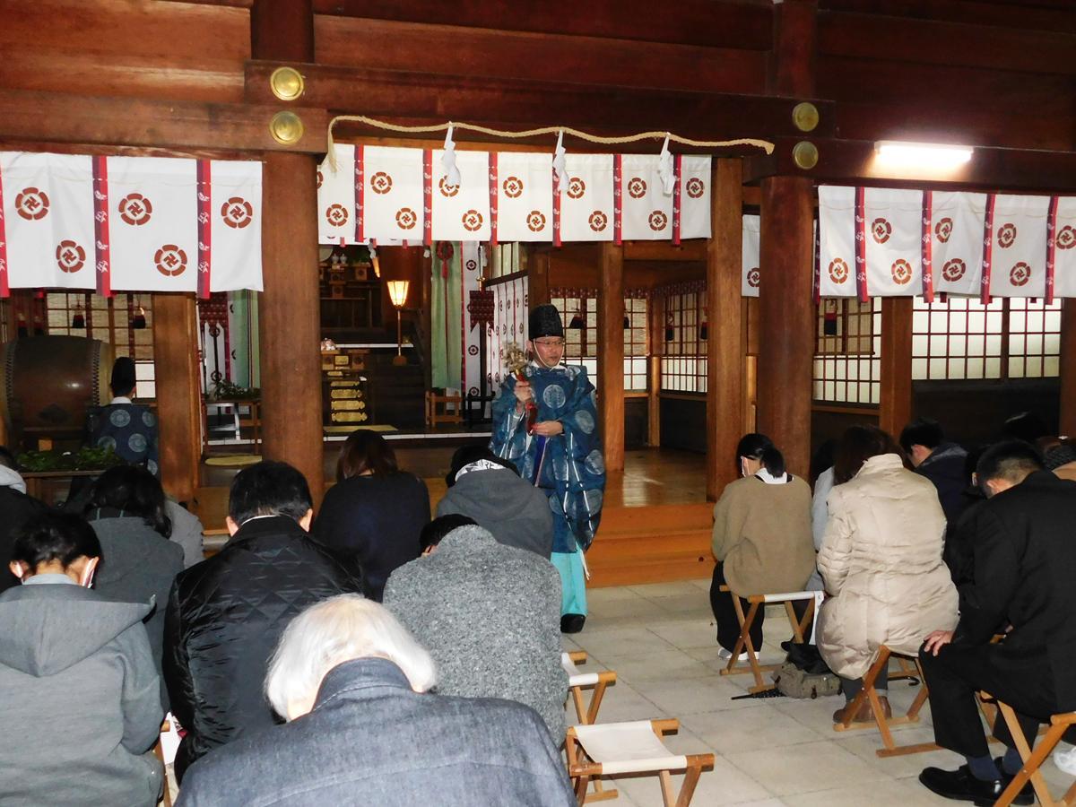松陰神社で合格祈願を受ける受験生たち