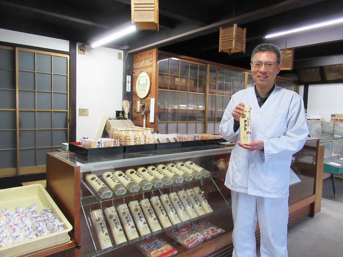 「お客さまや地域の支えのおかげで100年続けることができた」と店主の田中一成さん