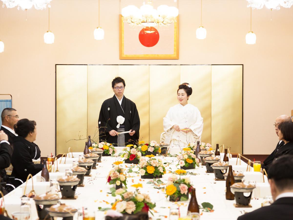 琴崎八幡宮で行われた披露宴の様子