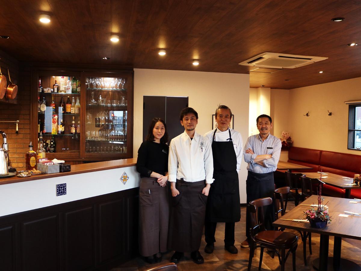 「ゆっくりと料理を楽しみながら過ごせる空間にしていきたい」と中山さん(写真右)