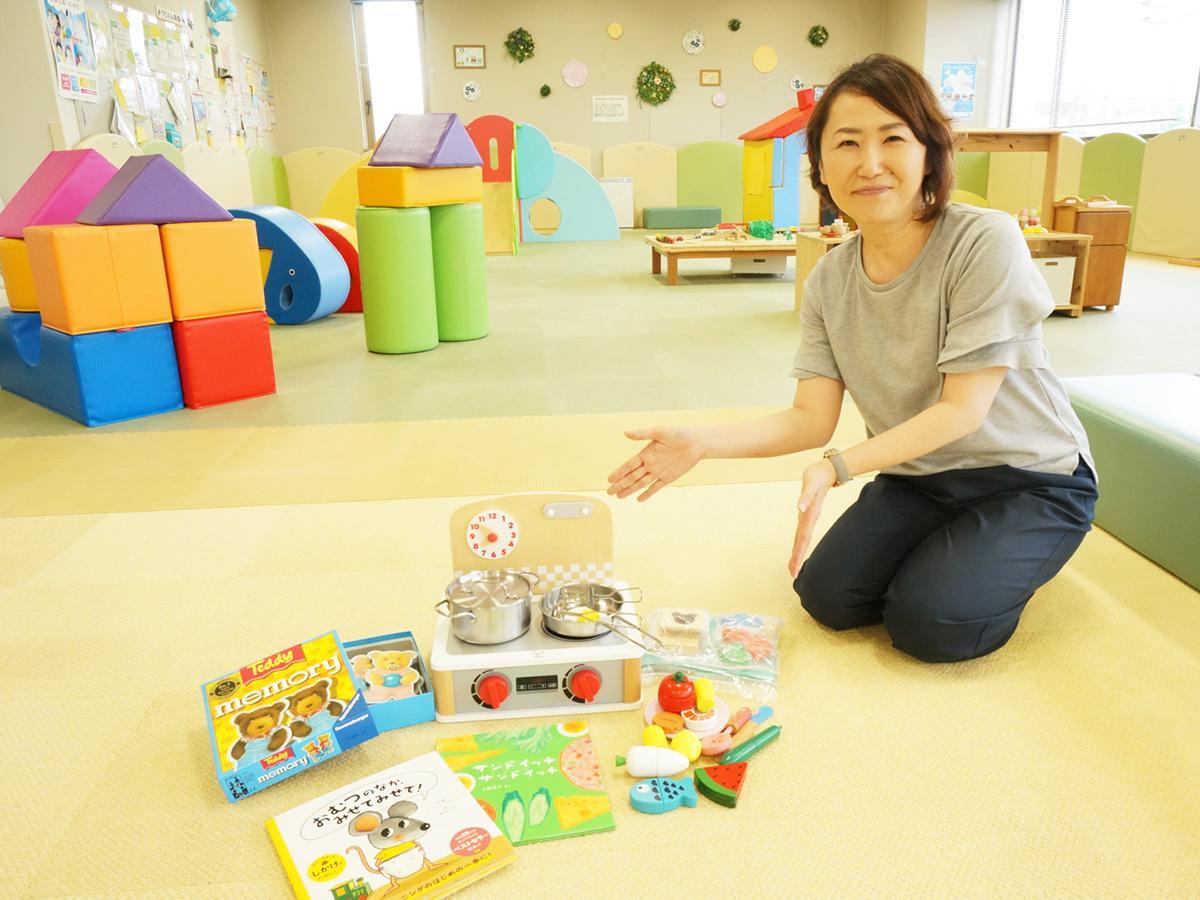 「毎日のおうち時間を楽しく過ごして」となないろキッズの岡崎啓子代表。