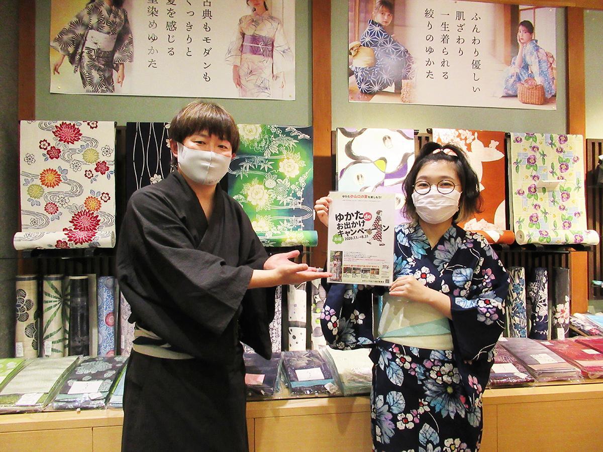 「夏は浴衣、と思ってもらえるようになれば」と和田康宏副店長(左)