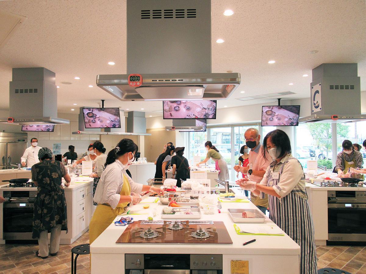 「ひまわり館」で行われた料理教室の様子